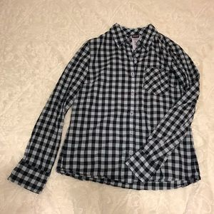 Patagonia checkered Women's button down size 6
